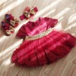 Красное нарядное платье с аксессуарами