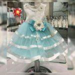 Платье с голубой юбкой и лентами